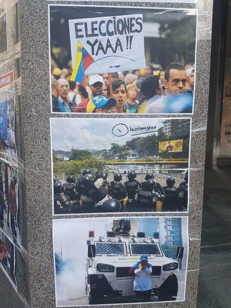 También se desplegó una gran bandera venezolana al revés en la entrada de la institución