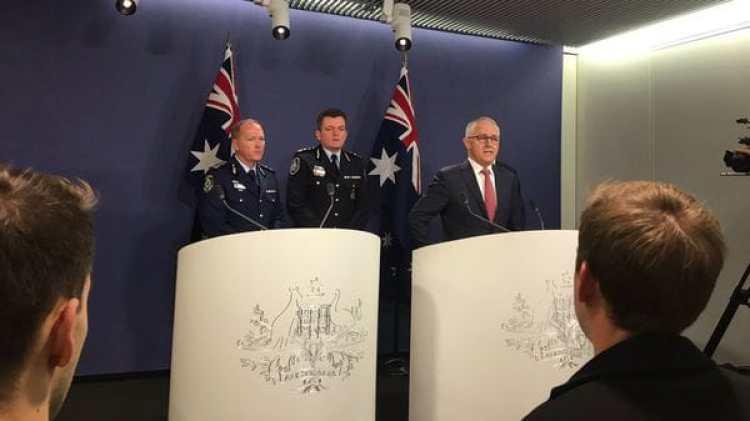 La rueda de prensa de Turnbull (@PeterFegan7)
