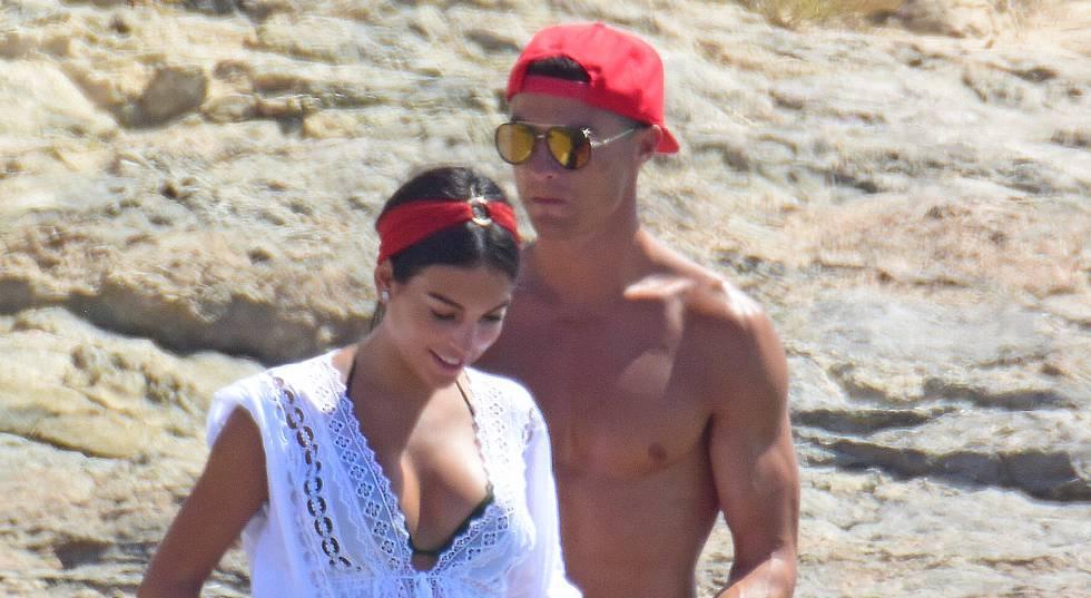 Georgina Rodríguez y Cristiano Ronaldo, el pasado julio en Formentera.