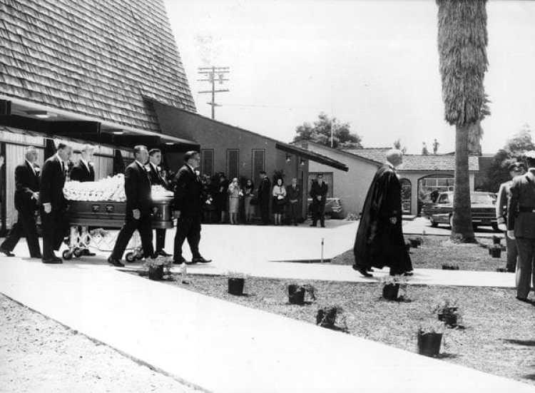 El funeral de Marilyn Monroe, el 10 de agosto de 1962 (Getty Images)