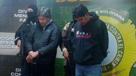 La Policía presentó a los dos presuntos extorsionadores.
