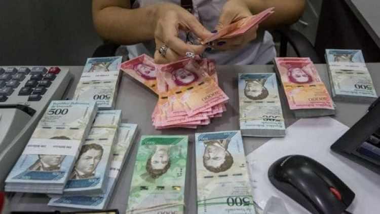 La inflación en Venezuela ha provocado que cualquier transacción sencilla necesite de varios billetes