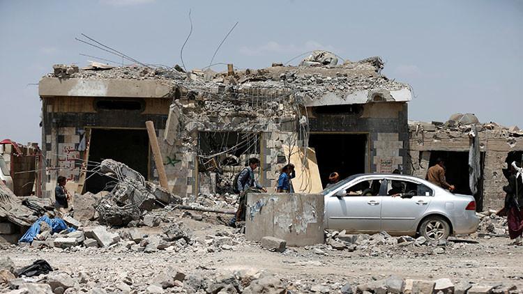 FUERTES IMÁGENES: Ataque de la coalición saudita contra un hotel en Yemen