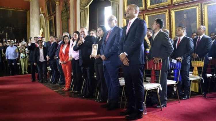"""La Asamblea Constituyente anunció que enjuiciará a los """"traidores a la patria"""""""