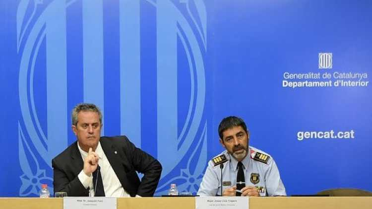 El Consejero del Interior Joaquim Forn junto a Josep Lluis Trapero, jefe de los Mossos D'Esquadra, durante la conferencia de prensa (AFP)