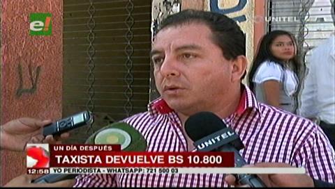 Taxista que levantó más de Bs. 10.000 del suelo, devolvió el dinero a su propietario