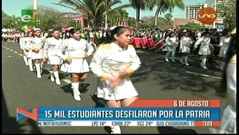 Estudiantes homenajearon a Bolivia por sus 192 años de independencia