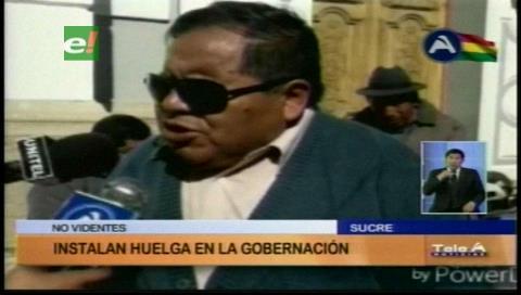 No videntes instalan huelga de hambre en la Gobernación de Chuquisaca