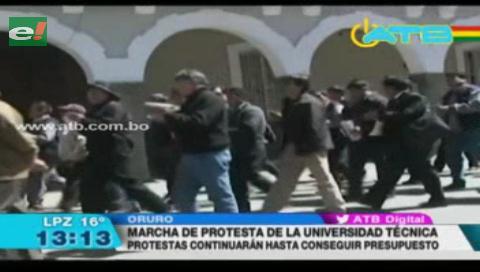Universidades marchan demandando mayor presupuesto al Gobierno