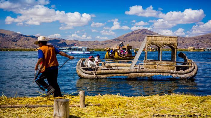 """Los caballos de totora"""" del Titicaca."""