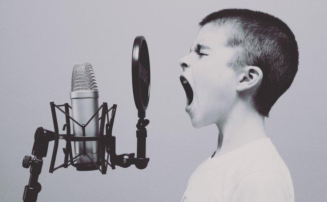 ¿Sabes cómo le suena tu tono de voz a las demás personas?