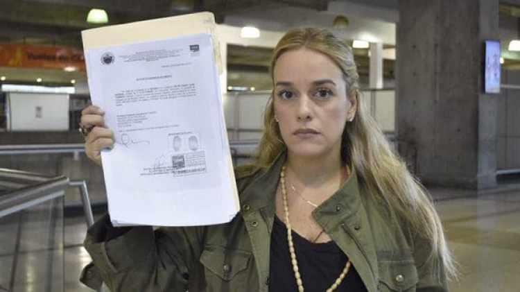 Lilian Tintori y el documento que prohíbe su salida del país