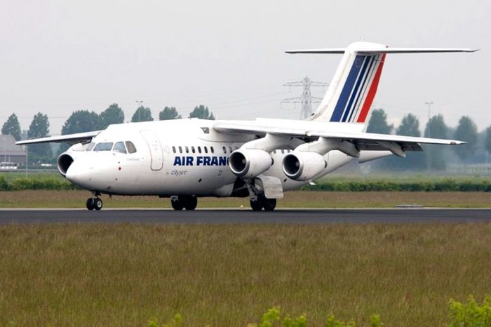 AERONAVE BAE AVRO RJ-70 DE ALCANCE REGIONAL PARA 70 PASAJEROS.