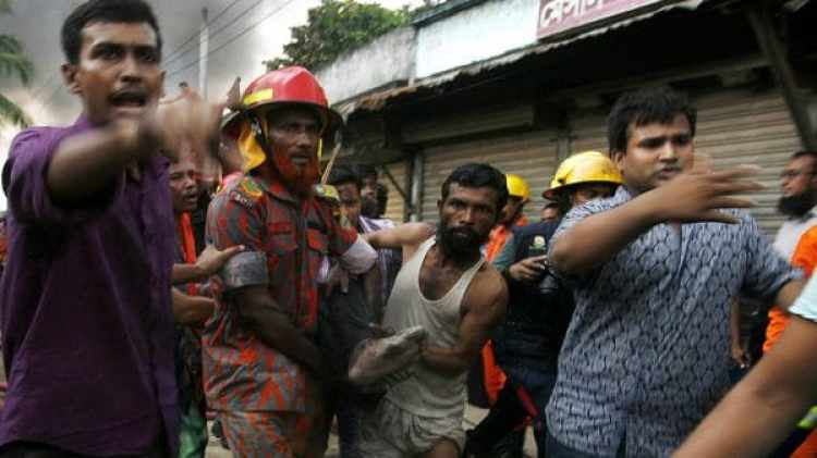 En Bangladesh las inundaciones causaron decenas de muertos. (AFP)
