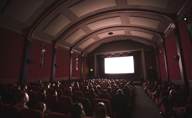 Los estudios de Hollywood quieren que el cine llegue a tu casa, literalmente
