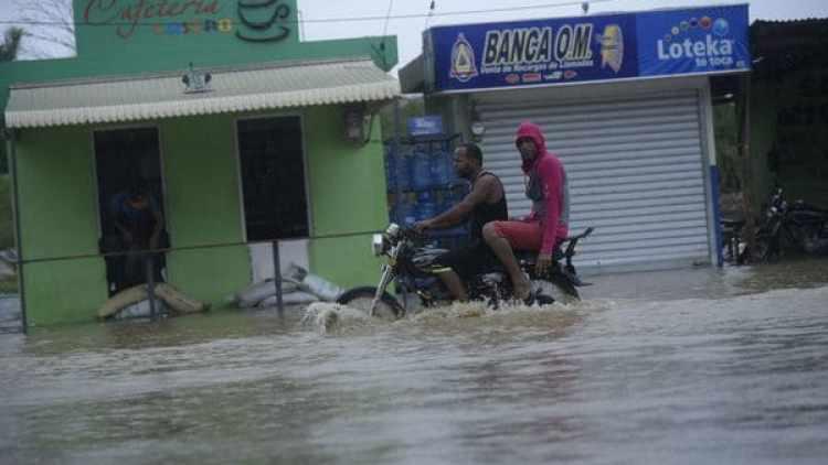 República Dominicana luego del paso de Irma a distancia de su costa. (EFE)