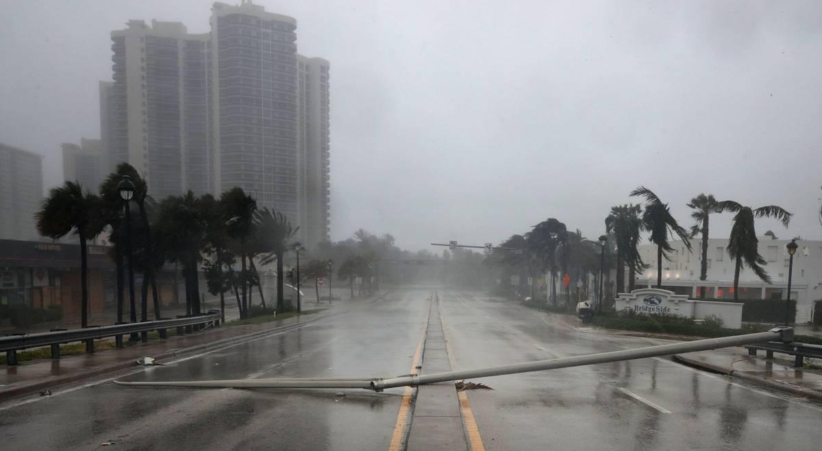 Una avenida de Fort Lauderdale, en Florida, tras el paso de Irma.