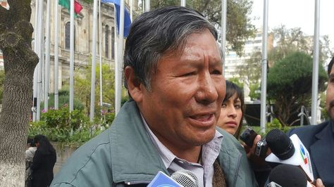 El exlegislador y exdirigente campesino Román Loayza en plaza Murillo
