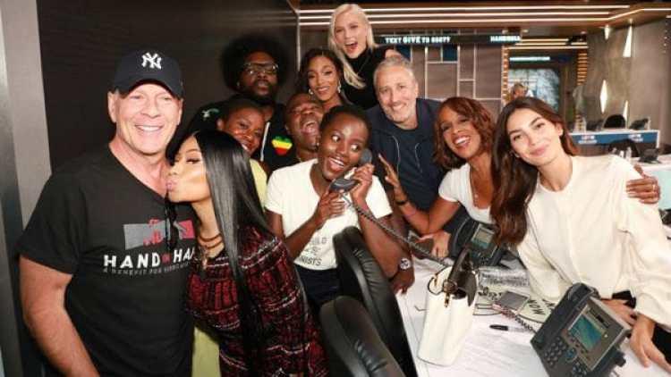 Bruce Willis, Lupita Nyong'o, Nick Minaj, entre otros artistas durante la teletón. (@NICKIMINAJ)