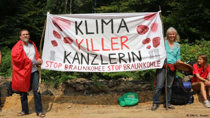 Defensores del medio ambiente protestan contra la energía del carbón.