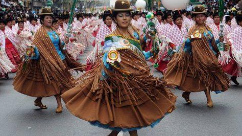 Entrada folklórica boliviana en Buenos Aires, Argentina.