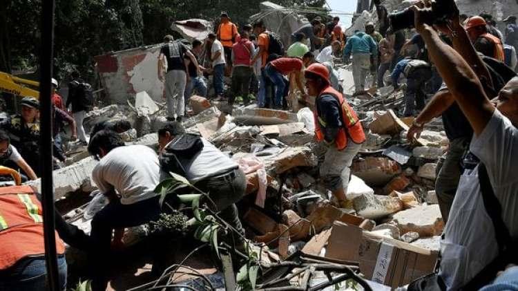 Los rescatistas aún trabajan en búsqueda de sobrevivientes (AFP)