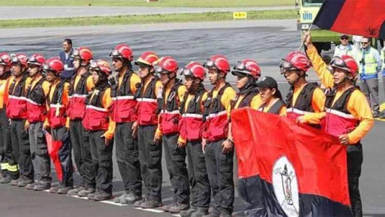 30 bomberos de Ecuador se sumarán a las tareas de rescate