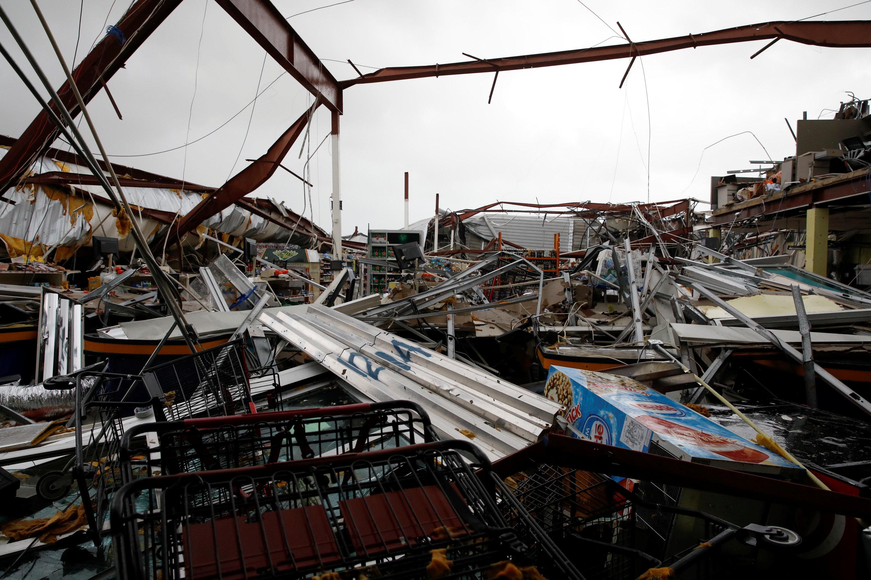 El huracán destruyó un supermercado enGuayama, Puerto Rico. (REUTERS/Carlos Garcia Rawlins)