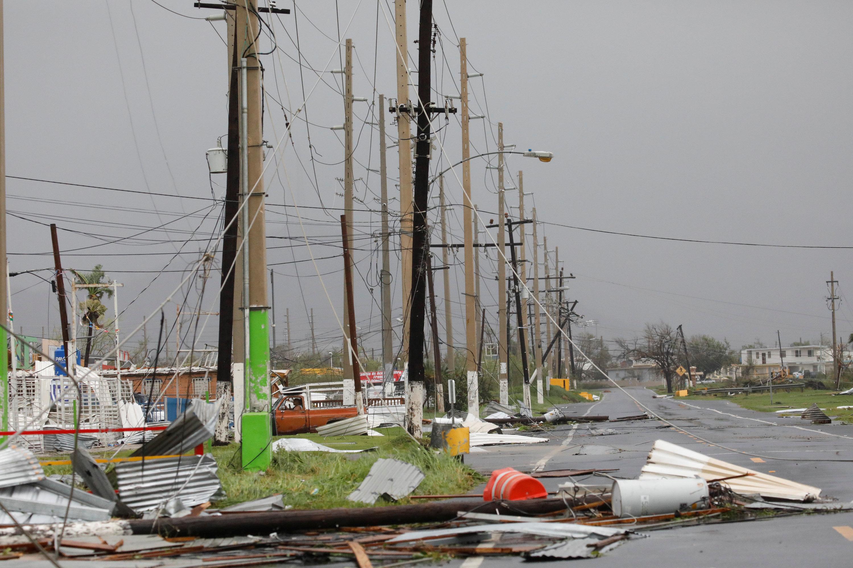 El pasó del huracán dejó el 100% de la isla sin energía eléctrica. (REUTERS/Carlos Garcia Rawlins)