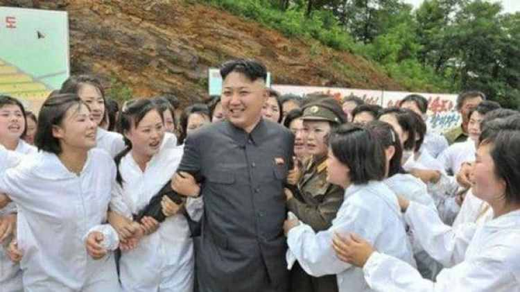 """Kim Jong-un y su """"tropa del placer"""""""