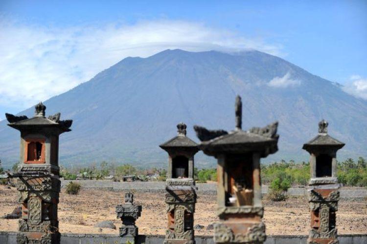 Vista del monteAgung desde los templos indués deKarangasem (AFP PHOTO)