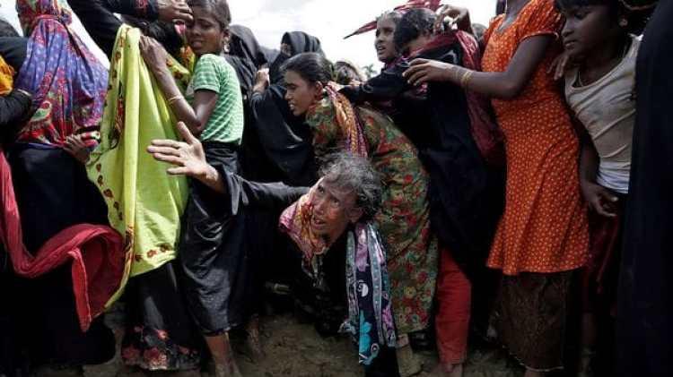Los rohinyás desbordan los campos en Bangladesh (Reuters)