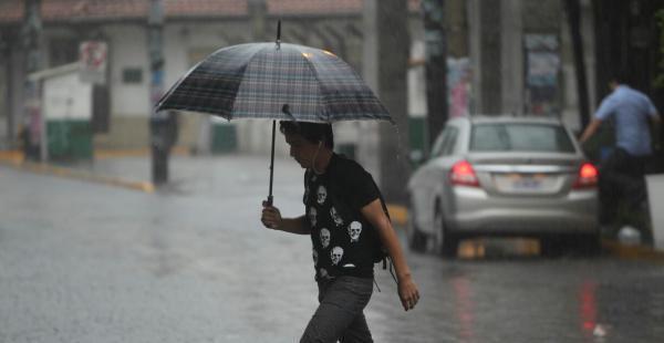 Resultado de imagen de Senamhi declara alerta naranja en cinco departamentos por vientos, lluvias y tormentas