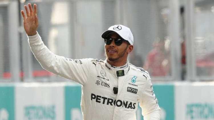 Hamilton se quedó con la 'pole' en Sepang, donde este domingo se correrá el GP de Malasia (Reuters)