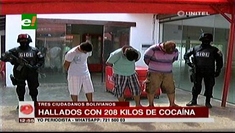 Presentan a tres personas detenidas en poder de cocaína
