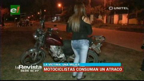 Sujetos en moto atracan arma en mano a una joven