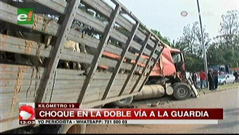 Aparatoso accidente de dos camiones en la doble vía a La Guardia