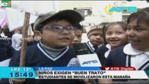 Niños marchan en La Paz exigiendo buen trato