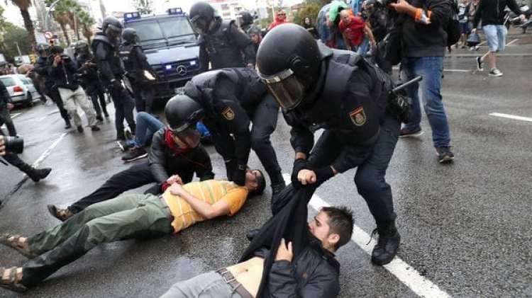 En los enfrentamientos con la policía se reportaron 38 civiles y 11 agentes heridos, ninguno de gravedad (Reuters)