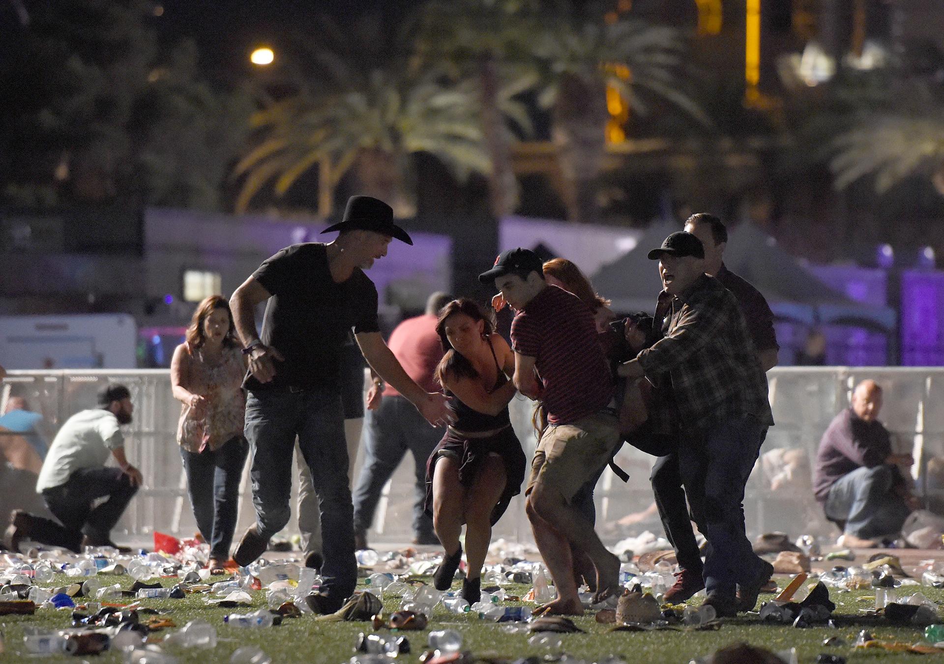 La gente escapa durante el tiroteo en el festival de Las Vegas. David Becker/Getty Images/AFP