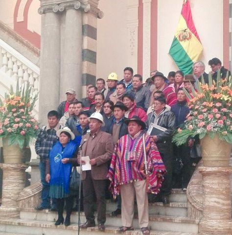 Los dirigentes de la Conalcam. Al centro, José Domingo Vásquez se dirige a la prensa.