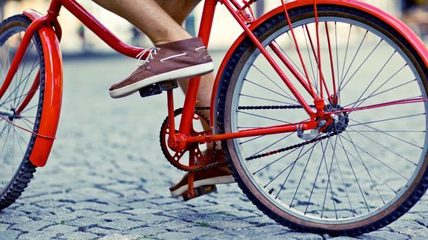 Ir en bicicleta al trabajo tiene más de un beneficio