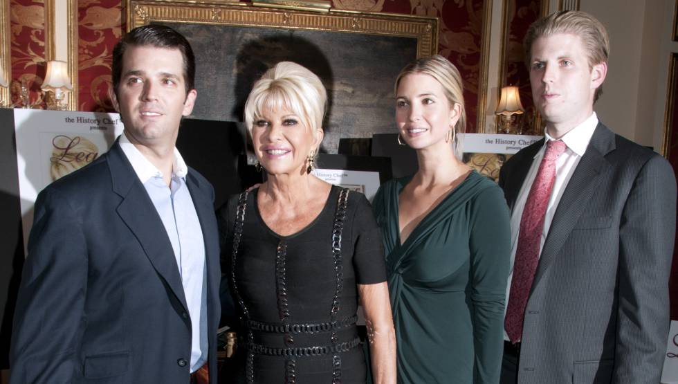 De izquierda a derecha: Donald Jr., Ivana, Ivanka y Eric Trump, en un evento en Nueva York en 2011.