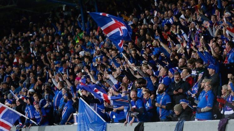Los fanáticos volvieron a inundar las calles de Reykjavik como durante la Eurocopa (AP)