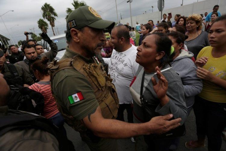 Parientes de los presos piden información sobre los reos (Reuters)