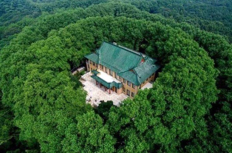 El Palacio Mei-ling está rodeado de vegetación que sigue la forma de un collar. (CEN)