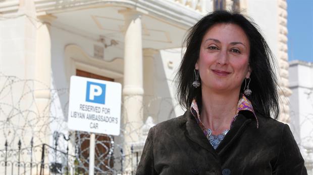 La periodista maltesa Daphne Caruanza Galizia perdió la vida luego de que un coche bomba destruyera su auto mientras conducía