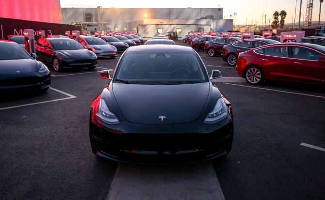 El Model 3 vuelve a poner a Tesla en la encrucijada
