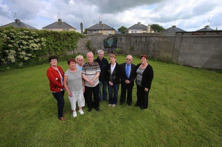 Catherine Corlesscome miembros del comité del Cementerio del Hogar de Tuam(Niall Carson/PA Images via Getty Images)