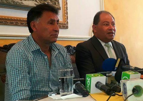 Marco Ferrufino (izq.) y el titular de Sport Boys, Carlos Romero, en la conferencia de prensa. Foto: Facebook Sport Boys